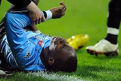 03-04-2010 VOETBAL: AZ - FC UTRECHT: ALKMAAR<br /> FC utrecht verliest met 2-0 van AZ / Loic Loval raakt geblesseerd<br /> ©2009-WWW.FOTOHOOGENDOORN.NL