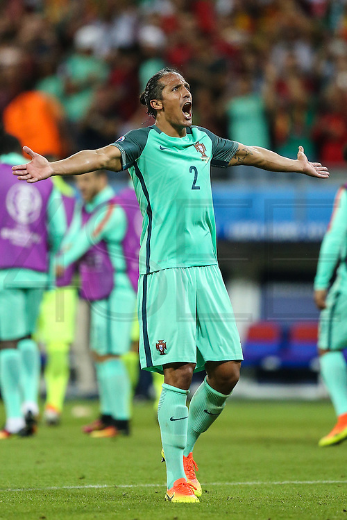 LYON, FRANCE, 06.07.2016 - PORTUGAL- WALES - Bruno Alves of Portugal in the match against Wales, valid for the semi-finals of Euro 2016 at the Grand Stade de Decines-Charpieu near Lyon, France, on this Wednesday (6).