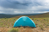 Tent on Umptanum Ridge with threatening clouds approaching Washington USA&#xA;<br />