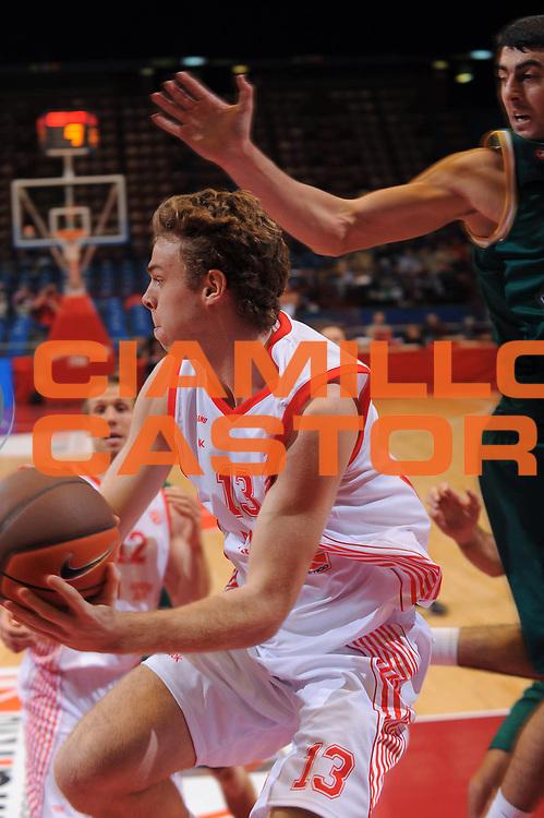 DESCRIZIONE : Milano Eurolega 2010-11 Armani Jeans Milano Olimpia Lubiana<br /> GIOCATORE : Niccolo Melli<br /> SQUADRA : Armani Jeans Milano <br /> EVENTO : Eurolega 2010-2011<br /> GARA :  Armani Jeans Milano Olimpia Lubiana<br /> DATA : 28/10/2010<br /> CATEGORIA : Penetrazione Passaggio<br /> SPORT : Pallacanestro <br /> AUTORE : Agenzia Ciamillo-Castoria/A.Dealberto<br /> Galleria : Eurolega 2010-2011<br /> Fotonotizia : Milano Eurolega Euroleague 2010-11 Armani Jeans Milano Olimpia Lubiana<br /> Predefinita :