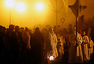 28/03/13 - SAUGUES - HAUTE LOIRE - FRANCE - Procession des Penitents Blancs lors du Jeudi Saint - Photo Jerome CHABANNE - Contact: 06 07 33 72 57