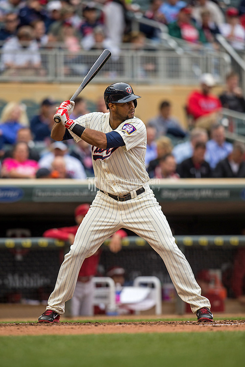 MINNEAPOLIS, MN- SEPTEMBER 24: Aaron Hicks #32 of the Minnesota Twins bats against the Arizona Diamondbacks on September 24, 2014 at Target Field in Minneapolis, Minnesota. The Twins defeated the Diamondbacks 2-1. (Photo by Brace Hemmelgarn) *** Local Caption *** Aaron Hicks
