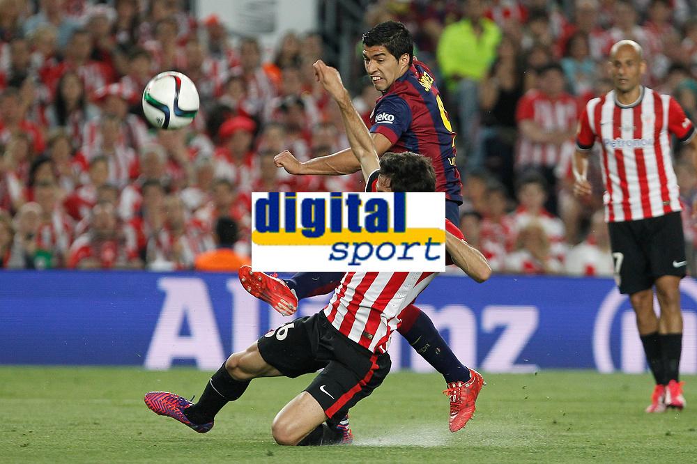 Barcelona´s Luis Suarez and Athletic de Bilbao´s Xabier Etxeita during 2014-15 Copa del Rey final match between Barcelona and Athletic de Bilbao at Camp Nou stadium in Barcelona, Spain. May 30, 2015. (ALTERPHOTOS/Victor Blanco)