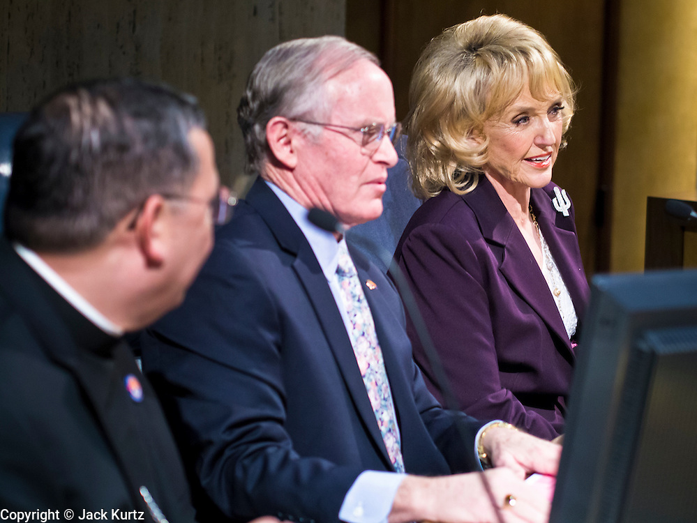 14 FEBRUARY 2012 - PHOENIX, AZ:    STEVE PIERCE (center), President of the Arizona State Senate, and JAN BREWER, (right), Governor of Arizona, wait to classical violinist Itzhak Perlman to perform in the State Senate Tuesday. Perlman performed the Star Spangled Banner with the Southwest Stringers, a violin orchestra of elementary school students from Mesa, AZ.      PHOTO BY JACK KURTZ