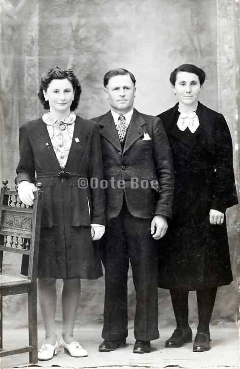 1940s family studio group portrait France