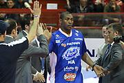 DESCRIZIONE : Campionato 2014/15 Giorgio Tesi Group Pistoia - Acqua Vitasnella Cantù<br /> GIOCATORE : World Peace Metta Artest Ron<br /> CATEGORIA : Fair Play Riscaldamento<br /> SQUADRA : Acqua Vitasnella Cantù<br /> EVENTO : LegaBasket Serie A Beko 2014/2015<br /> GARA : Giorgio Tesi Group Pistoia - Acqua Vitasnella Cantù<br /> DATA : 30/03/2015<br /> SPORT : Pallacanestro <br /> AUTORE : Agenzia Ciamillo-Castoria/S.D'Errico<br /> Galleria : LegaBasket Serie A Beko 2014/2015<br /> Fotonotizia : Campionato 2014/15 Giorgio Tesi Group Pistoia - Acqua Vitasnella Cantù<br /> Predefinita :