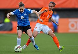 20-05-2015 NED: Nederland - Estland vrouwen, Rotterdam<br /> Oefeninterland Nederlands vrouwenelftal tegen Estland. Dit is een 'uitzwaaiwedstrijd'; het is de laatste wedstrijd die de Nederlandse vrouwen spelen in Nederland, voorafgaand aan het WK damesvoetbal 2015 / Maran van Erp #8, Signy Aarna #9