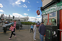 Photo: Andrew Unwin.<br /> <br /> Sunderland v West Bromwich Albion. Coca Cola Championship. 28/08/2006.<br /> <br /> Sunderland supporters enjoy a pre-match drink at theThe Colliery Tavern which, like their beloved club, is under new management.