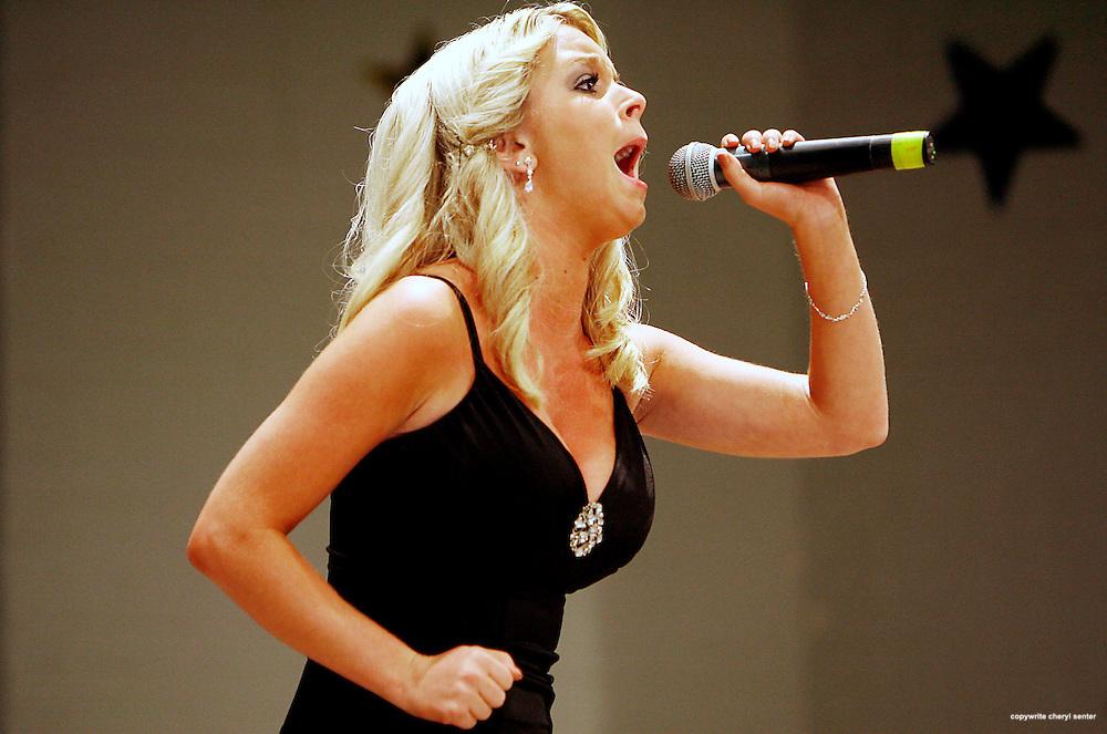 1st place Senior Division winner Julie Fisher of Methuen, MA, sings during the Hampton Beach Idol contest, Hampton , N.H. Sunday, August 24, 2008.  (Portsmouth Herald Photo/Cheryl Senter)