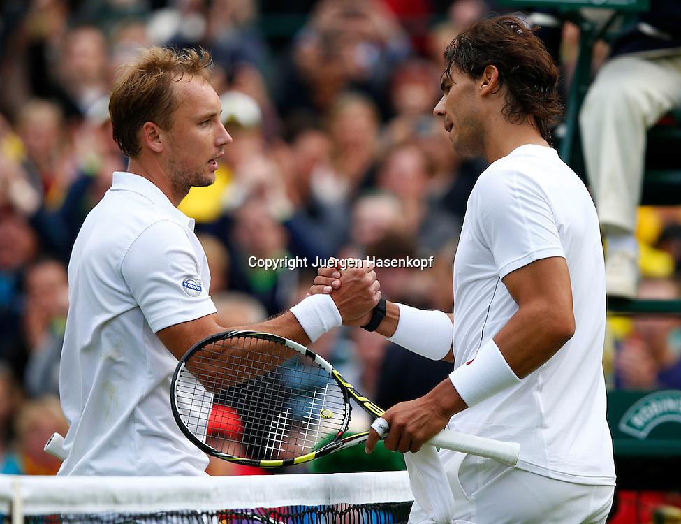 Wimbledon Championships 2013, AELTC,London,<br /> ITF Grand Slam Tennis Tournament, R-L. Rafael Nadal (ESP) gratuliert dem Sieger Steve Darcis(BEL) am Netz,Halbkoerper,Querformat,