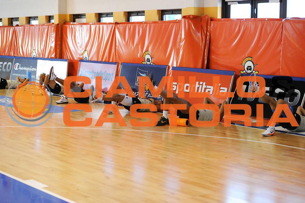 DESCRIZIONE : Folgaria Allenamento Raduno Collegiale  Nazionale Italia Maschile <br /> GIOCATORE : team<br /> CATEGORIA : riscaldamento curiosita<br /> SQUADRA : Nazionale Italia <br /> EVENTO :  Allenamento Raduno Folgaria<br /> GARA : Allenamento<br /> DATA : 18/07/2012 <br />  SPORT : Pallacanestro<br />  AUTORE : Agenzia Ciamillo-Castoria/GiulioCiamillo<br />  Galleria : FIP Nazionali 2012<br />  Fotonotizia : Folgaria Allenamento Raduno Collegiale  Nazionale Italia Maschile <br />  Predefinita :