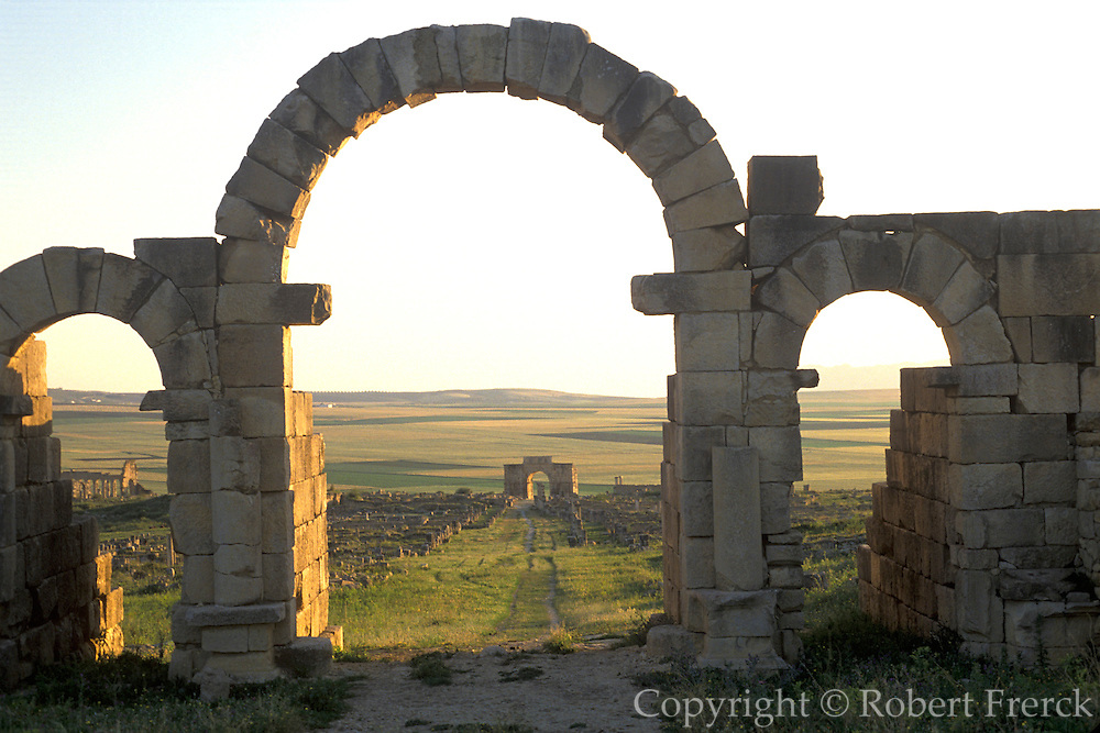 MOROCCO, ROMAN HISTORY Volubilis, 1-3C AD, Roman city in the Roman province of Mauretania Tingitana; Caracalla's Arch through gate