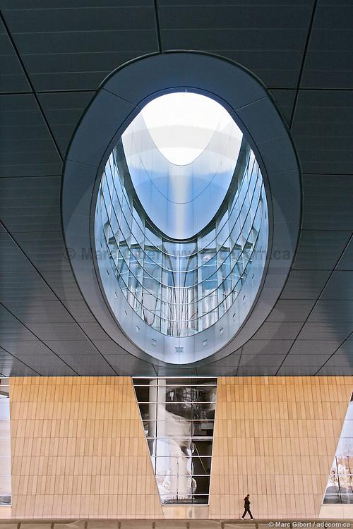 Auditorium de Dijon, œuvre collective des cabinets d'architecte Arquitectonica (Miami) et Bougeault–Walgenwitz (Dijon), assistés de Richard Martinet (Paris). Photo © Marc Gibert / adecom.ca