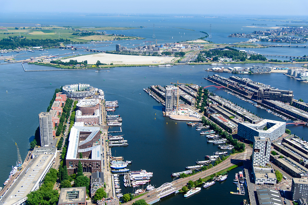Nederland, Noord-Holland, Amsterdam, 29-06-2018; Zeeburg, Verbindingsdam. KNSM eiland, Sporenburg, Borneo-eiland. IJburg, Zeeburgereiland.<br /> Former eastern port area, now residential area.<br /> <br /> luchtfoto (toeslag op standard tarieven);<br /> aerial photo (additional fee required);<br /> copyright foto/photo Siebe Swart