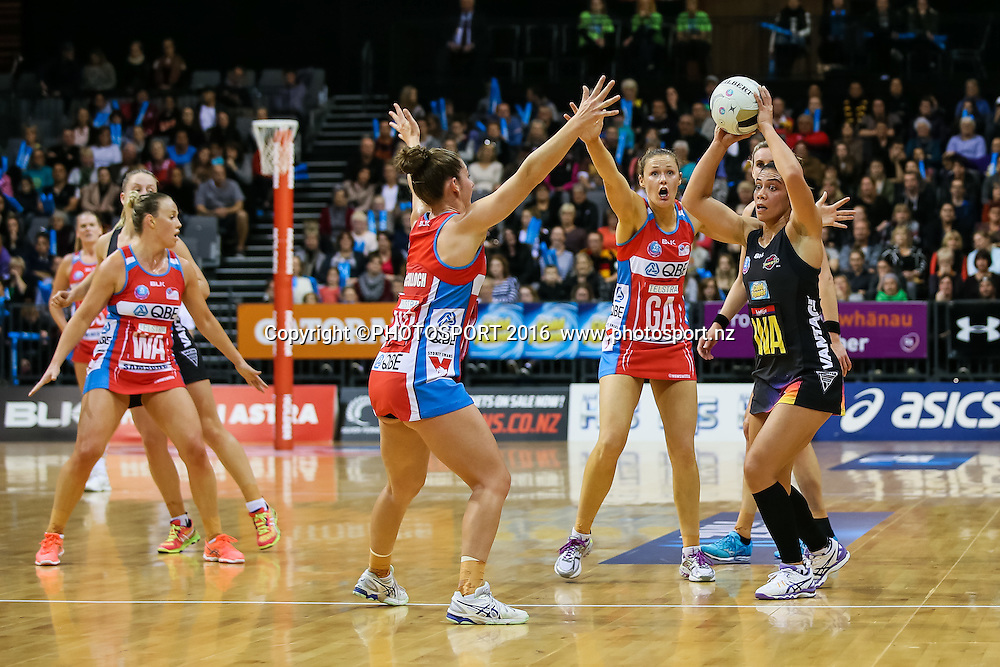 Waikato BOP's Grace Rasmussen faces heavy defense from the NSW Swifts during the ANZ Netball Championship semi final between the Waikato BOP Magic and the NSW Swifts, played at Claudelands Arena, Hamilton, New Zealand on Monday 25 July 2016.  Copyright Photo: Bruce Lim / www.photosport.nz