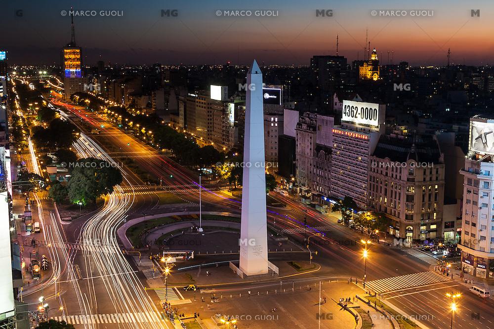 AVENIDA 9 DE JULIO, PLAZA DE LA REPUBLICA Y OBELISCO AL ANOCHECER, CIUDAD DE BUENOS AIRES, ARGENTINA (PHOTO © MARCO GUOLI - ALL RIGHTS RESERVED)