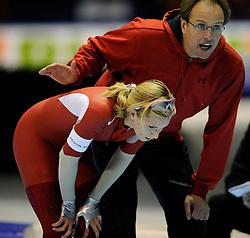31-10-2009 SCHAATSEN: NK AFSTANDEN: HEERENVEEN<br /> Annette Gerritsen op de 1000 meter en Jac Orie<br /> ©2009-WWW.FOTOHOOGENDOORN.NL