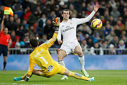 06.12.2014, Estadio Santiago Bernabeu, Madrid, ESP, Primera Division, Real Madrid vs Celta Vigo, 14. Runde, im Bild Real Madrid&acute;s Gareth Bale (R) and Celta de Vigo&acute;s goalkeeper Sergio // during the Spanish Primera Division 14th round match between Real Madrid CF and Celta Vigo at the Estadio Santiago Bernabeu in Madrid, Spain on 2014/12/06. EXPA Pictures &copy; 2014, PhotoCredit: EXPA/ Alterphotos/ Victor Blanco<br /> <br /> *****ATTENTION - OUT of ESP, SUI*****