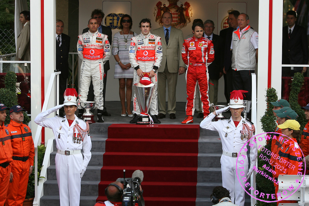 27.05.2007 Monte Carlo, Monaco, .Lewis Hamilton (GBR), McLaren Mercedes, Fernando Alonso (ESP), McLaren Mercedes, Felipe Massa (BRA), Scuderia Ferrari, Ron Dennis (GBR), McLaren, Team Principal, Chairman  - Formula 1 World Championship, Rd 5, Monaco Grand Prix, Sunday Podium.FOT. XPB.CC / WROFOTO.*** POLAND ONLY !!! ***.NO INTERNET / MOBILE USAGE