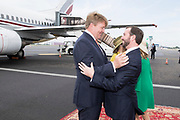 Staatsbezoek aan Luxemburg dag 1 / State visit to Luxembourg day 1<br /> <br /> Op de foto / On the photo: Aankomst op Vliegveld Luxemburg / Arrival at Airport Luxembourg