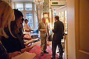 LUCIAN FREUD; DAVID DAWSON, Dinner hosted by Elizabeth Saltzman for Mario Testino and Kate Moss. Mark's Club. London. 5 June 2010. -DO NOT ARCHIVE-© Copyright Photograph by Dafydd Jones. 248 Clapham Rd. London SW9 0PZ. Tel 0207 820 0771. www.dafjones.com.