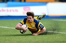 Sam Lewis of Worcester Warriors scores a try - Mandatory by-line: Dougie Allward/JMP - 04/02/2017 - RUGBY - BT Sport Cardiff Arms Park - Cardiff, Wales - Cardiff Blues v Worcester Warriors - Anglo Welsh Cup