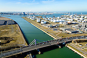 Nederland, Zuid-Holland, Rotterdam, 18-02-2015. Europoort, Suurhoffbrug over het Hartelkanaal, BP raffinaderijHartel canal in Europoort, Suurhoff  bridge, BP refinery.<br /> luchtfoto (toeslag op standard tarieven);<br /> aerial photo (additional fee required);<br /> copyright foto/photo Siebe Swart