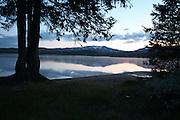 Sommernatt, Gammelvollsjøen i Tydal. Foto: Bente Haarstad Flotte naturforhold for tur både sommer og vinter i Tydal.