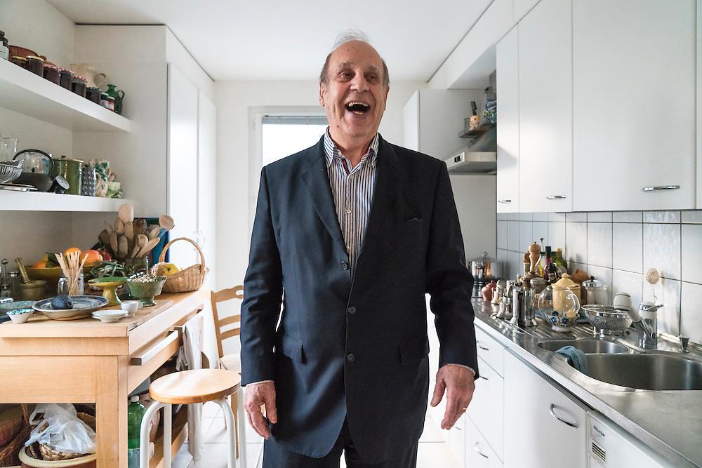 Jean Ziegler est un homme politique, altermondialiste et sociologue suisse. Il a &eacute;t&eacute; rapporteur sp&eacute;cial aupr&egrave;s de l&rsquo;ONU sur la question du droit &agrave; l&rsquo;alimentation dans le monde.<br /> Russin, janvier 2017<br /> &copy; Nicolas Righetti / Lundi13