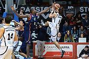 DESCRIZIONE : Caserta Lega serie A 2013/14  Pasta Reggia Caserta Acea Virtus Roma<br /> GIOCATORE : marco mordente<br /> CATEGORIA : equilibrio<br /> SQUADRA : Pasta Reggia Caserta<br /> EVENTO : Campionato Lega Serie A 2013-2014<br /> GARA : Pasta Reggia Caserta Acea Virtus Roma<br /> DATA : 10/11/2013<br /> SPORT : Pallacanestro<br /> AUTORE : Agenzia Ciamillo-Castoria/GiulioCiamillo<br /> Galleria : Lega Seria A 2013-2014<br /> Fotonotizia : Caserta  Lega serie A 2013/14 Pasta Reggia Caserta Acea Virtus Roma<br /> Predefinita :
