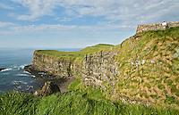 BUSHMILLS - de kust van Noord Ierland bij Giant's Causeway. COPYRIGHT KOEN SUYK