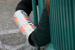Während in Berlin ein Spitzengespräch zum Endlagersuchgesetz stattfand, blockierten 20 AktivistInnen von contrAtom und der KURVE Wustrow – Bildungs- und Begegnungsstätte für gewaltfreie Aktion - alle sechs Zufahrtstore zum Erkundungsberkwerk in Gorleben. <br />  <br /> <br /> Ort: Gorleben<br /> Copyright: Kina Becker<br /> Quelle: PubliXvewinG