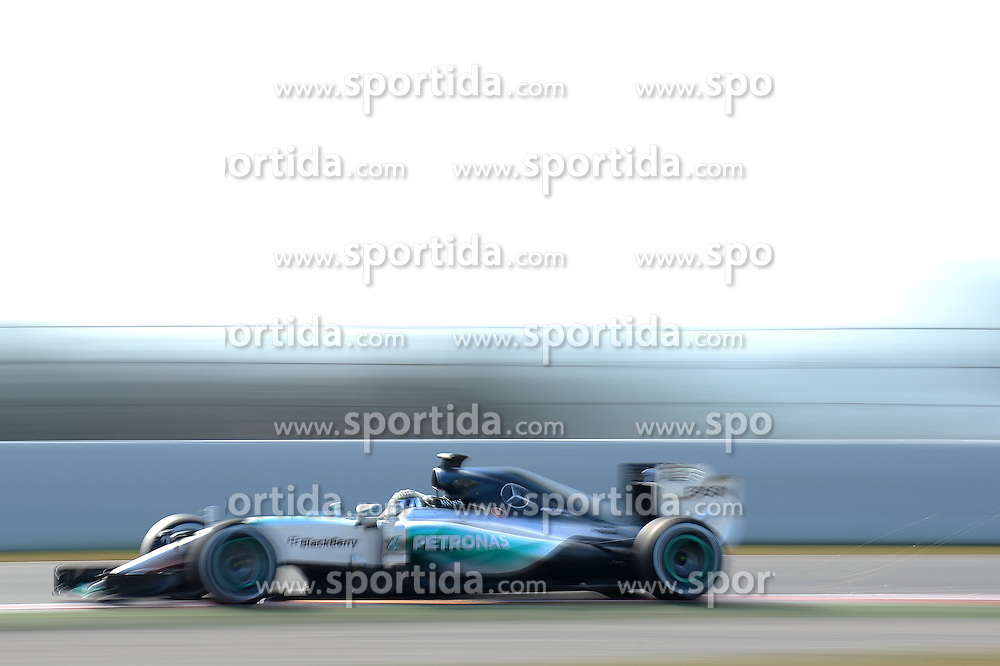 27.02.2015, Circuit de Catalunya, Barcelona, ESP, FIA, Formel 1, Testfahrten, Barcelona, Tag 2, im Bild Lewis Hamilton (GBR) Mercedes AMG F1 W06 // during the Formula One Testdrives, day two at the Circuit de Catalunya in Barcelona, Spain on 2015/02/27. EXPA Pictures &copy; 2015, PhotoCredit: EXPA/ Sutton Images/ Patrik Lundin Images<br /> <br /> *****ATTENTION - for AUT, SLO, CRO, SRB, BIH, MAZ only*****