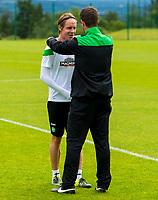 08/07/15<br /> CELTIC TRAINING<br /> LENNOXTOWN<br /> Celtic manager Ronny Deila (right) speaks with Stefan Johansen at training