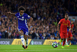 LONDON, ENGLAND - Friday, September 16, 2016: Chelsea's Willian Borges da Silva in action against Liverpool during the FA Premier League match at Stamford Bridge. (Pic by David Rawcliffe/Propaganda)