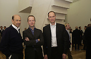 Harry Blain,  Anthony D'Offay annd Graham Southern. Rachel Whiteread, Haunch of Venison opening party. 28 October 2002. © Copyright Photograph by Dafydd Jones 66 Stockwell Park Rd. London SW9 0DA Tel 020 7733 0108 www.dafjones.com
