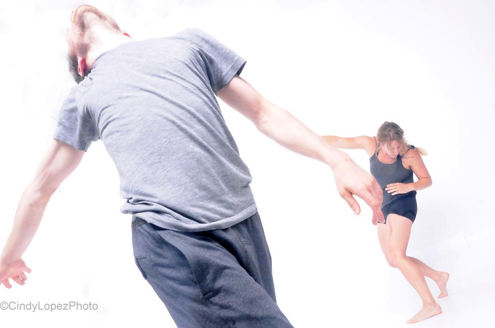 Aisthesis. Josiane Fortin Danse. Interprètes: Myriam Tremblay-Quévillon, Antoine Turmine. (Photo de promotion). 2017.