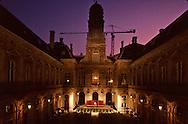 France. Lyon . Concert in the salons of the city hall       Chaque ete la cour de l'hôtel de ville accueille des concerts en plein air      R00063 25    L930816a     P0000195