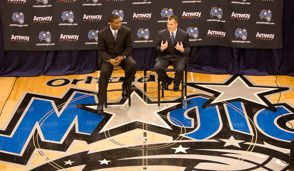Newly announced Orlando Magic head coach Billy Donovan, right, speaks with the media during his first press conference alongside Magic general manager Otis Smith in Orlando, Florida June 1, 2007. Donovan is leaving the University of Florida to work for the Magic at Florida.REUTERS/Scott Audette (UNITED STATES)