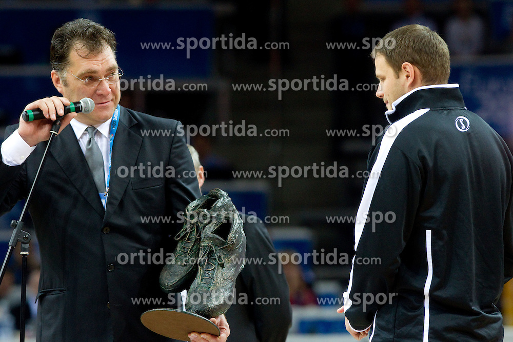 Arvydas Sabonis giving basketball shoes to Radoslav Nesterovic as promotion of Eurobasket Slovenia 2013 during final basketball game between National basketball teams of Spain and France at FIBA Europe Eurobasket Lithuania 2011, on September 18, 2011, in Arena Zalgirio, Kaunas, Lithuania. (Photo by Vid Ponikvar / Sportida)