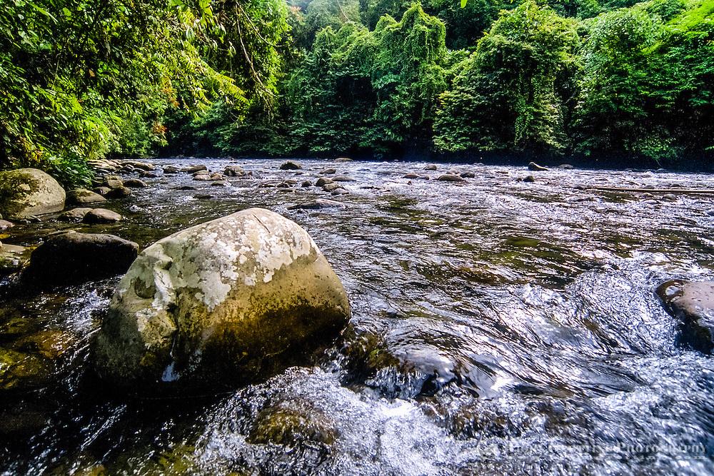 Indonesia, Sumatra. Bukit Lawang. Gunung Leuser nasjonalpark. The Bohorok river continue further down through Bukit Lawang.