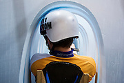 In Delft wordt met een schuimmodel gekeken of de fietser in de nieuw te ontwerpen VeloX5 past. In september wil het Human Power Team Delft en Amsterdam, dat bestaat uit studenten van de TU Delft en de VU Amsterdam, een poging doen het wereldrecord snelfietsen te verbreken, dat nu op 133,8 km/h staat tijdens de World Human Powered Speed Challenge.<br /> <br /> With the special recumbent bike the Human Power Team Delft and Amsterdam, consisting of students of the TU Delft and the VU Amsterdam, also wants to set a new world record cycling in September at the World Human Powered Speed Challenge. The current speed record is 133,8 km/h.
