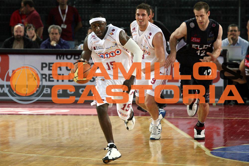 DESCRIZIONE : Roma Lega A1 2006-07 Playoff Quarti di Finale Gara 3 Lottomatica Virtus Roma Eldo Napoli<br />GIOCATORE : Mire Chatman<br />SQUADRA : Lottomatica Virtus Roma<br />EVENTO : Campionato Lega A1 2006-2007 Playoff Quarti di Finale Gara 3 <br />GARA : Lottomatica Virtus Roma Eldo Napoli<br />DATA : 22/05/2007 <br />CATEGORIA : Palleggio<br />SPORT : Pallacanestro <br />AUTORE : Agenzia Ciamillo-Castoria/G.Ciamillo