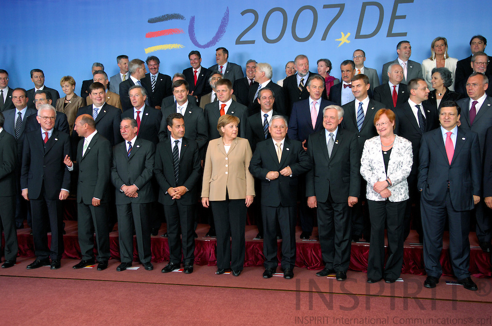 BRUSSELS - BELGIUM - 21 JUNE 2007 -- EU-SUMMIT Family Photo -- Heads of State and Ministers for Foreign Affairs pose for the traditional Family Photo.  Photo: J. Eugene