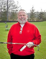 TETERINGEN - Golf- Intructie met golfprofessional CEES RENDERS, putten. voor Golfjournaal. FOTO KOEN SUYK