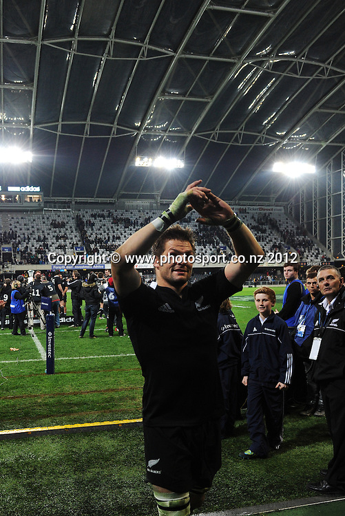 Richie McCaw thanks the fans. The Rugby Championship test match, New Zealand All Blacks versus South Africa Springboks. Dunedin. New Zealand. Saturday 15 September 2012. Mandatory Photo Credit: © Andrew Cornaga/Photosport.co.nz