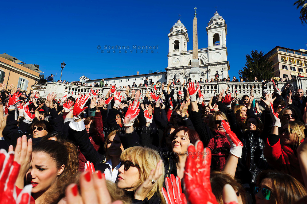 Roma 14 Febbraio 2013.One Billion Rising.Flash mob mondiale One Billion Rising, Hands off Women, contro la violenza sulle donne, a Trinità dei Monti