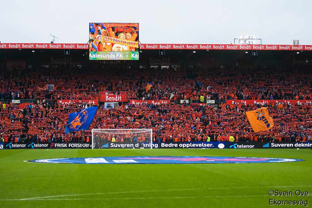 AaFK-supporterne på plass før cupfinalen i fotball for menn mellom Brann og Aalesund på Ullevaal Stadion i Oslo søndag ettermiddag.