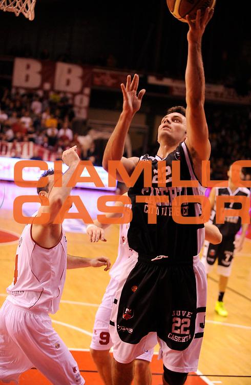 DESCRIZIONE : Reggio Emilia Lega A 2012-13 Trenkwalder Reggio Emilia Juvecaserta <br /> GIOCATORE : Stefano Gentile<br /> SQUADRA :  Juvecaserta <br /> EVENTO : Campionato Lega A 2012-2013<br /> GARA :  Trenkwalder Reggio Emilia Juvecaserta <br /> DATA : 13/01/2013<br /> CATEGORIA : Tiro<br /> SPORT : Pallacanestro<br /> AUTORE : Agenzia Ciamillo-Castoria/A.Giberti<br /> Galleria : Lega Basket A 2012-2013<br /> Fotonotizia : Reggio Emilia Lega A 2012-13 Trenkwalder Reggio Emilia Juvecaserta <br /> Predefinita :