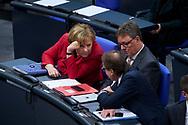 Bundeskanzlerin Angela Merkel (CDU) im Gespräch mit Michael Grosse Brömer und Alexander Dobrindt bei der Sitzung des Bundestag in Berlin. / 21112017,DEU,Deutschland,Berlin